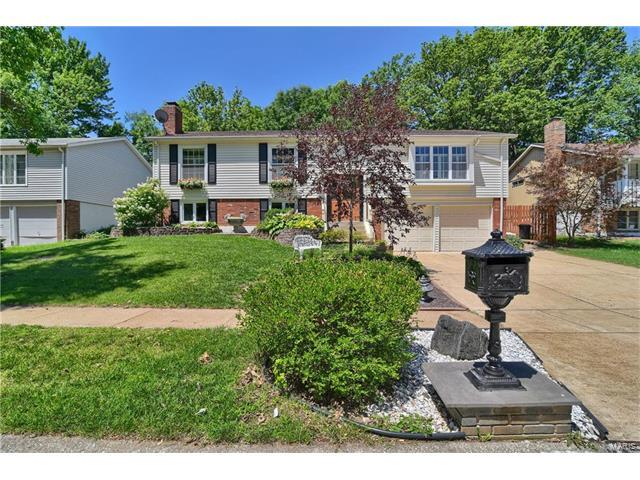 1423 Summerhaven, St Louis, MO 63146 (#17042257) :: The Becky O'Neill Power Home Selling Team