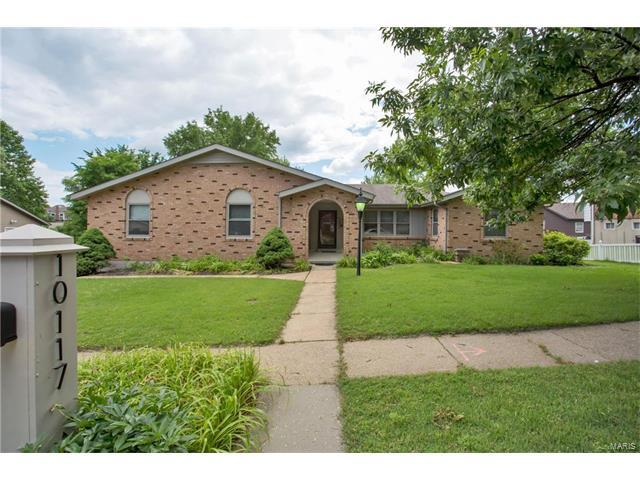 10117 Hilltop Drive, Sunset Hills, MO 63128 (#17043270) :: The Becky O'Neill Power Home Selling Team