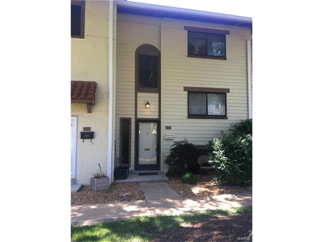 124 Carmel Woods, Ellisville, MO 63021 (#17047996) :: The Kathy Helbig Group