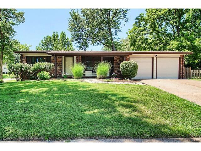 325 Waterford Drive, Florissant, MO 63033 (#17048066) :: Clarity Street Realty