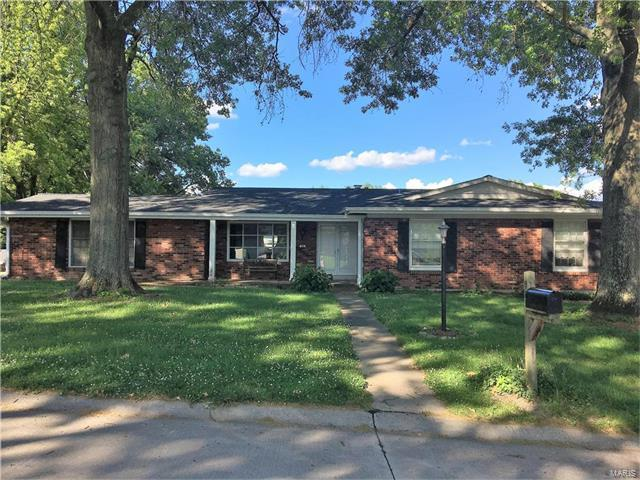 98 High Valley Drive, Chesterfield, MO 63017 (#17048638) :: The Kathy Helbig Group