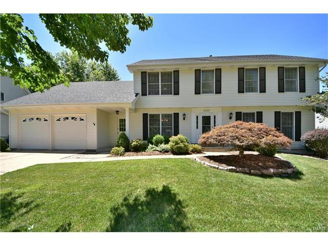 2055 Meadowbrook Way, Chesterfield, MO 63017 (#17050158) :: The Kathy Helbig Group