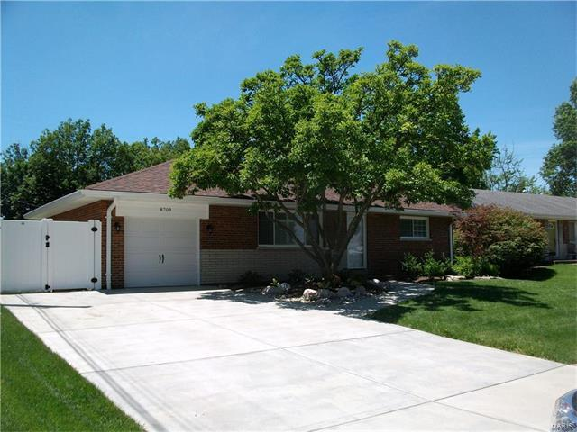 8709 Madeira, St Louis, MO 63126 (#17050753) :: Clarity Street Realty