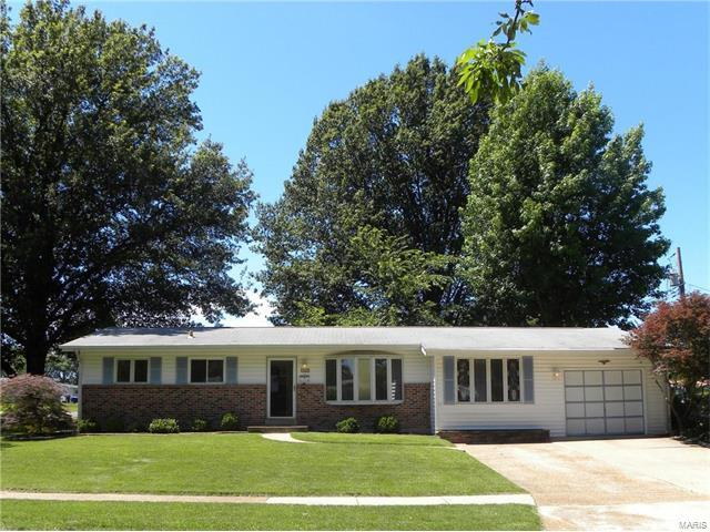 125 Cortez Drive, Florissant, MO 63031 (#17050793) :: Clarity Street Realty