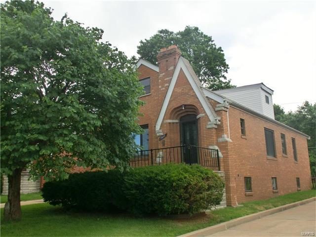 9044 Rosemary Avenue, St Louis, MO 63123 (#17050956) :: RE/MAX Vision