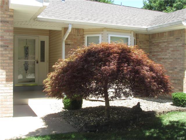 3002 Shady Oak, Saint Charles, MO 63301 (#17051017) :: The Kathy Helbig Group