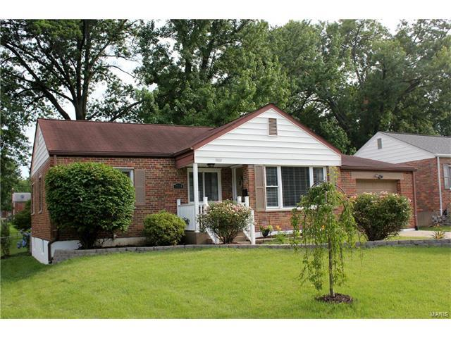 7334 S Yorkshire Drive, St Louis, MO 63123 (#17051301) :: RE/MAX Vision