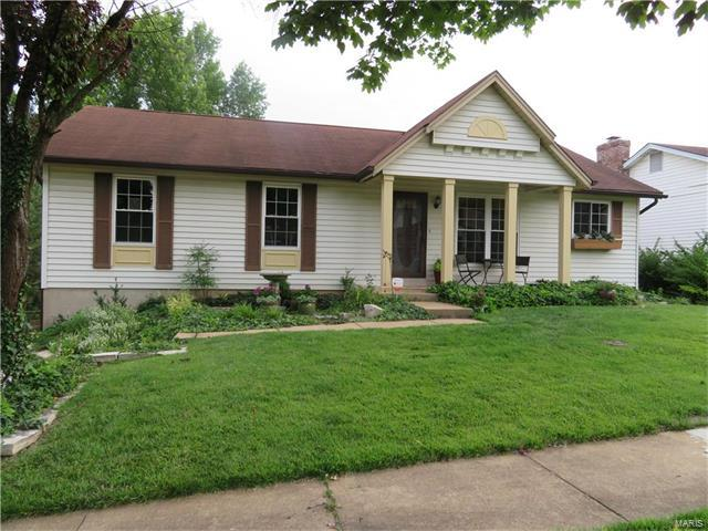 316 Saddle Back, St Louis, MO 63129 (#17051327) :: The Becky O'Neill Power Home Selling Team