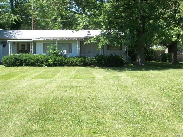 906 Sumner, Jerseyville, IL 62052 (#17051460) :: Gerard Realty Group