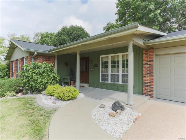 2523 Grove Springs Court, St Louis, MO 63129 (#17053388) :: Clarity Street Realty