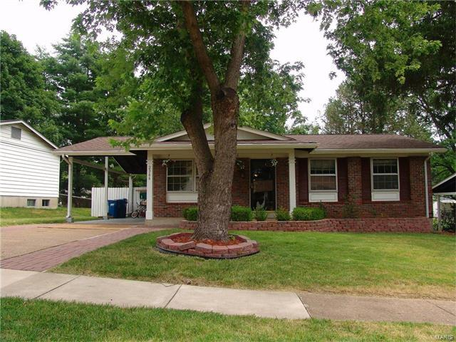 2366 Wesford, Maryland Heights, MO 63043 (#17058282) :: Gerard Realty Group