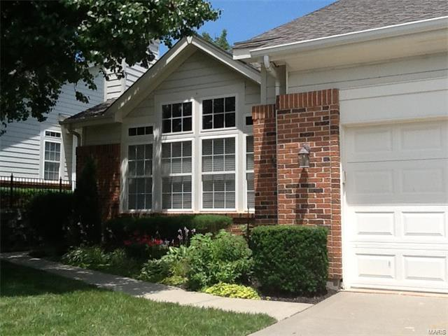 130 Chesterfield Bluffs Drive, Chesterfield, MO 63005 (#17058476) :: Gerard Realty Group