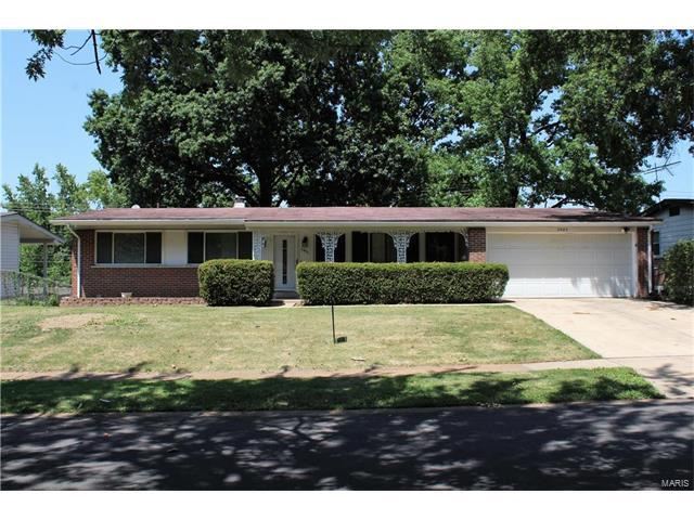 2985 Delaware, Florissant, MO 63033 (#17059163) :: The Kathy Helbig Group