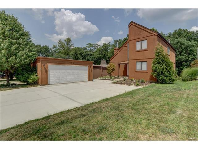 956 Imperial Point, Ballwin, MO 63021 (#17062085) :: The Kathy Helbig Group