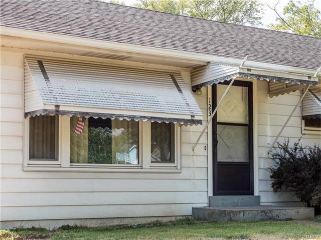 123 Birchwood, Ballwin, MO 63011 (#17063219) :: The Becky O'Neill Power Home Selling Team