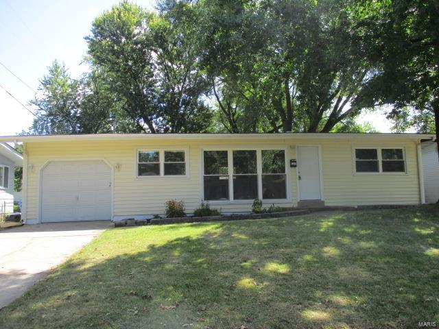 120 Dauphin, Florissant, MO 63033 (#17064137) :: Clarity Street Realty