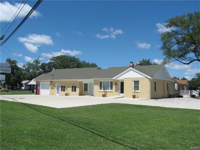 1513 E Rock Hill Road, Wood River, IL 62095 (#17065420) :: Fusion Realty, LLC