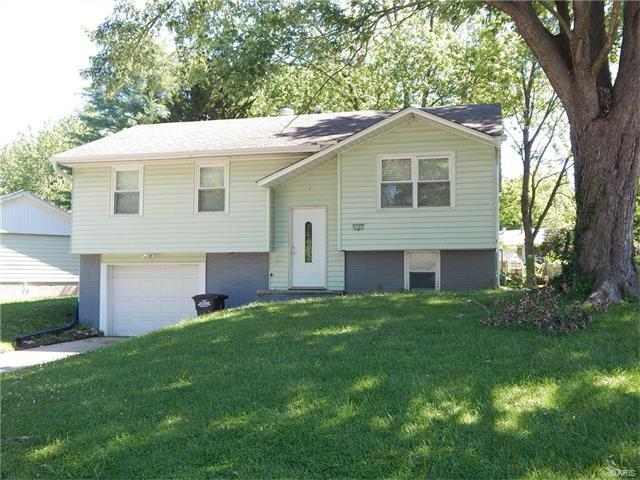 5701 Sir Kay, Godfrey, IL 62035 (#17069422) :: Clarity Street Realty