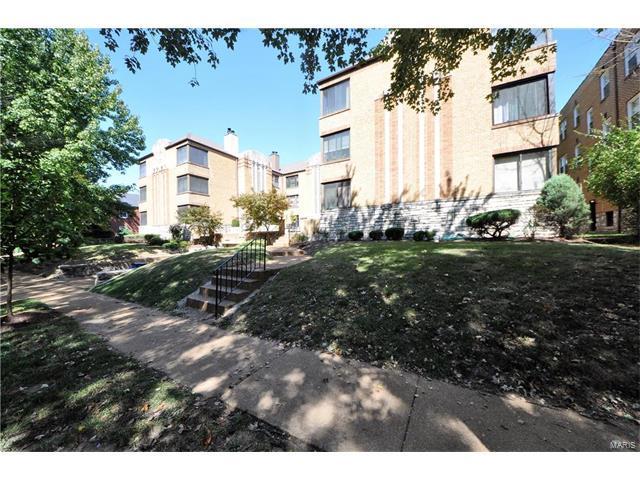 7561 Byron Place 3W, St Louis, MO 63105 (#17073053) :: Carrington Real Estate Services