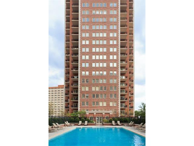 150 Carondelet Plaza #403, Clayton, MO 63105 (#17079924) :: Carrington Real Estate Services
