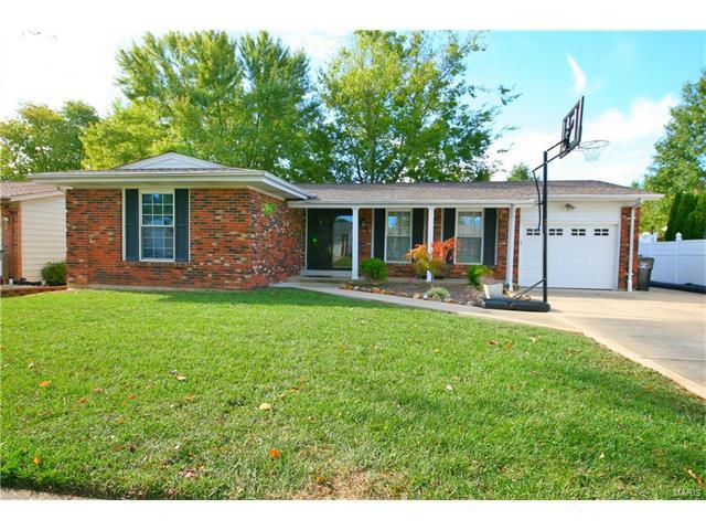 28 Mcintyre Drive, Fenton, MO 63026 (#17082317) :: The Becky O'Neill Power Home Selling Team