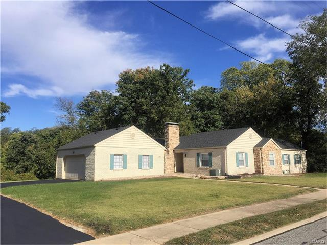 130 Hillcrest Avenue, Collinsville, IL 62234 (#17082815) :: Holden Realty Group - RE/MAX Preferred