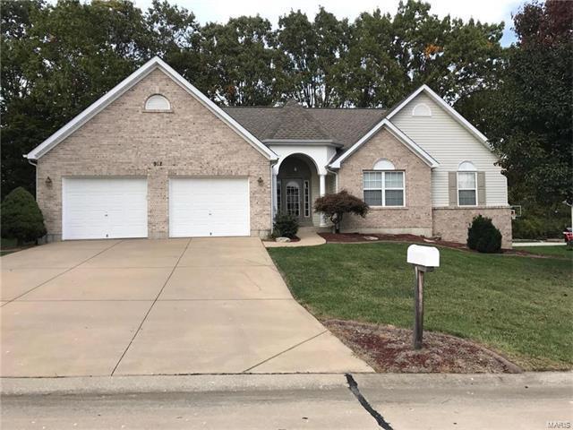 912 Locksley Manor Drive, Lake St Louis, MO 63367 (#17084464) :: The Kathy Helbig Group