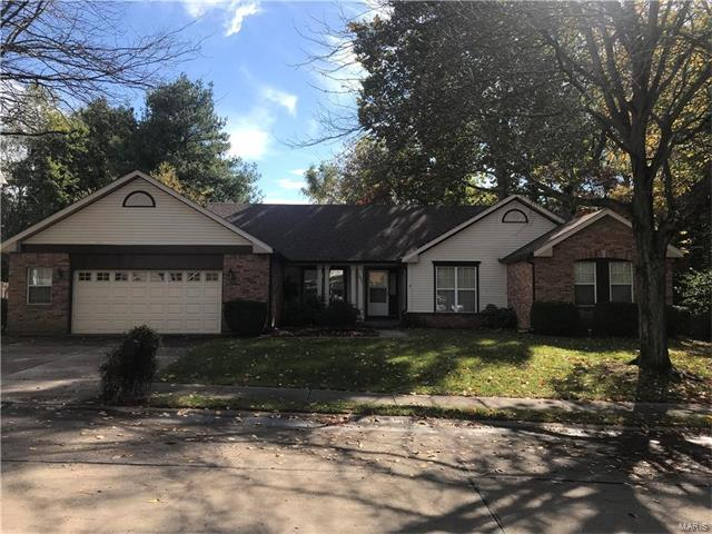 1057 Edgewood Drive, O'Fallon, IL 62269 (#17084761) :: Clarity Street Realty