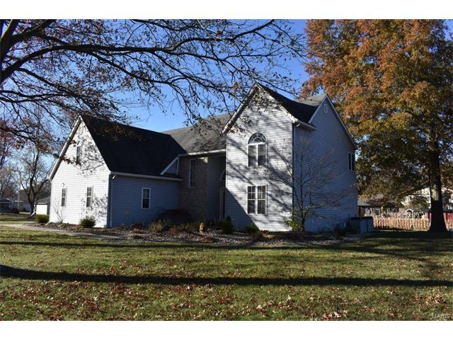 817 S Wood Street, STAUNTON, IL 62088 (#17091030) :: Fusion Realty, LLC