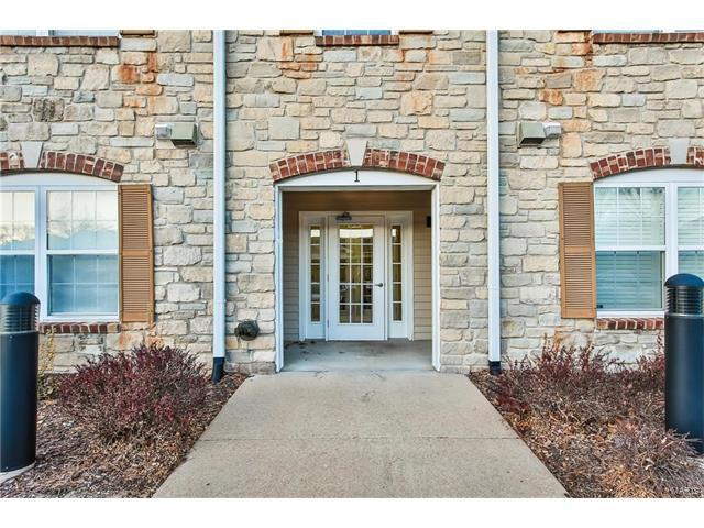 1 Monarch Trace Court #202, Chesterfield, MO 63017 (#17096078) :: Clarity Street Realty