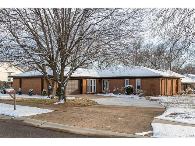 218 Clear Meadows Drive, Ballwin, MO 63011 (#18000258) :: Kelly Hager Group | Keller Williams Realty Chesterfield