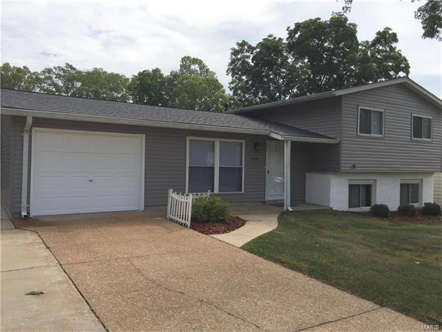 518 Spring Meadows Drive, Manchester, MO 63011 (#18000387) :: The Becky O'Neill Power Home Selling Team