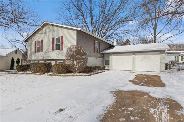 12189 Sagemeadow Lane, Maryland Heights, MO 63043 (#18001836) :: St. Louis Finest Homes Realty Group