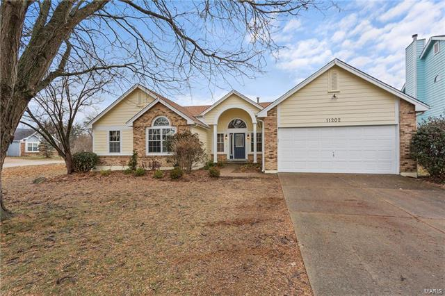 11202 Crystal Pointe Court, Creve Coeur, MO 63146 (#18002044) :: St. Louis Finest Homes Realty Group