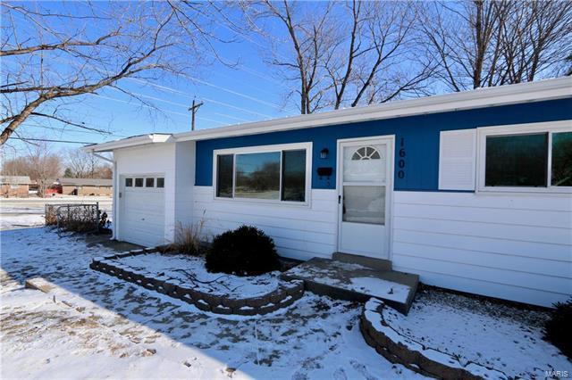 1600 Chickadee, Florissant, MO 63031 (#18002102) :: Clarity Street Realty