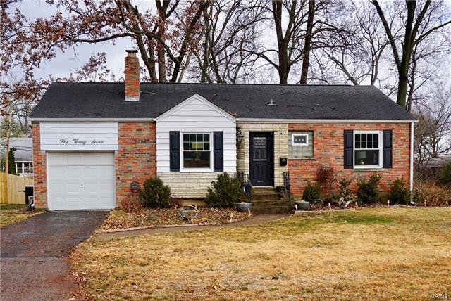 527 Willoughby Place, Webster Groves, MO 63119 (#18002685) :: Clarity Street Realty