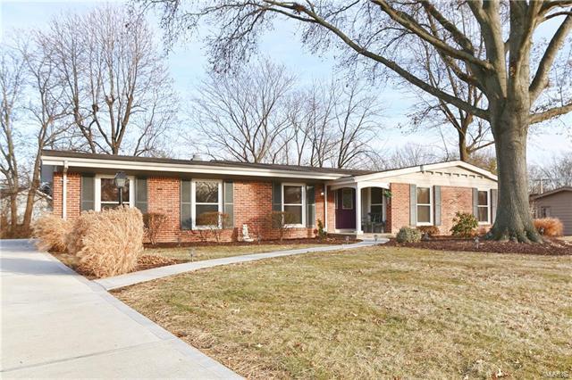354 Greenbriar Lane, Ballwin, MO 63011 (#18002986) :: The Becky O'Neill Power Home Selling Team