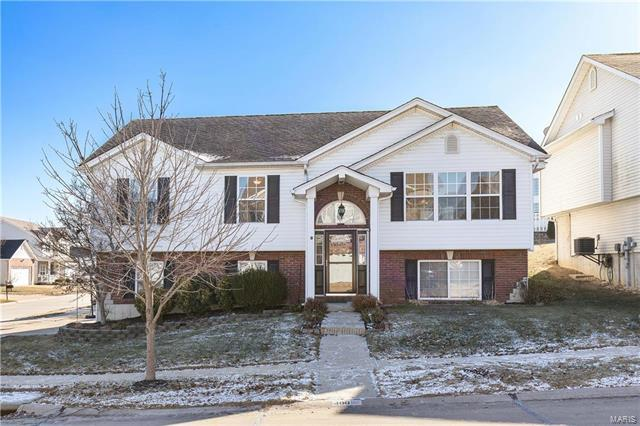 400 Winter Lake Circle, Fenton, MO 63026 (#18003391) :: The Becky O'Neill Power Home Selling Team