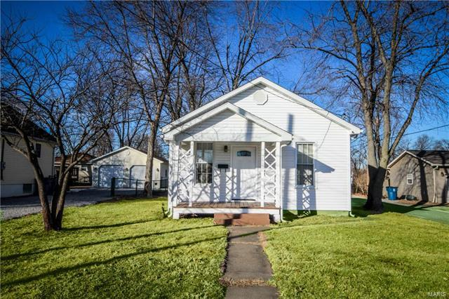 715 W Madison, Collinsville, IL 62234 (#18003801) :: The Becky O'Neill Power Home Selling Team