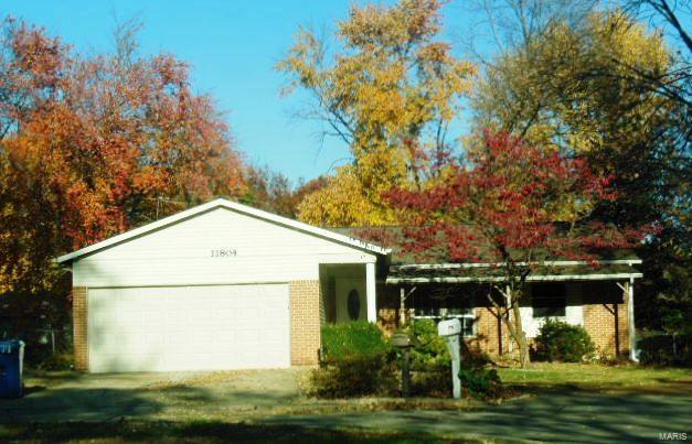 11804 Smoke Valley, Maryland Heights, MO 63043 (#18003829) :: Clarity Street Realty
