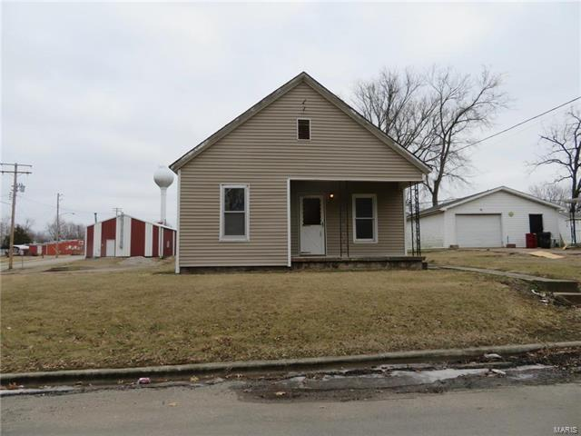 108 Cleveland Avenue, PANAMA, IL 62077 (#18004117) :: St. Louis Finest Homes Realty Group