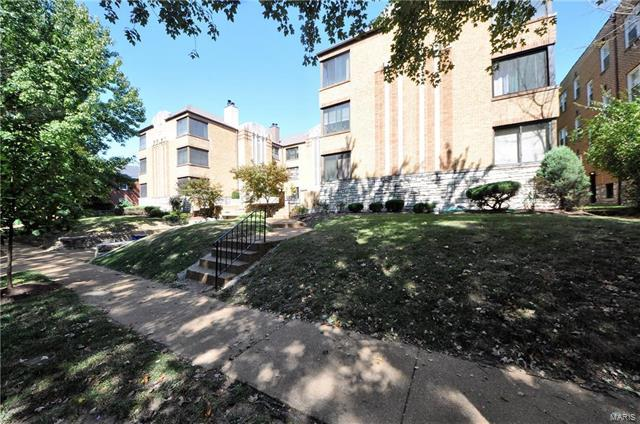 7561 Byron Place 3W, St Louis, MO 63105 (#18004327) :: Kelly Hager Group | TdD Premier Real Estate
