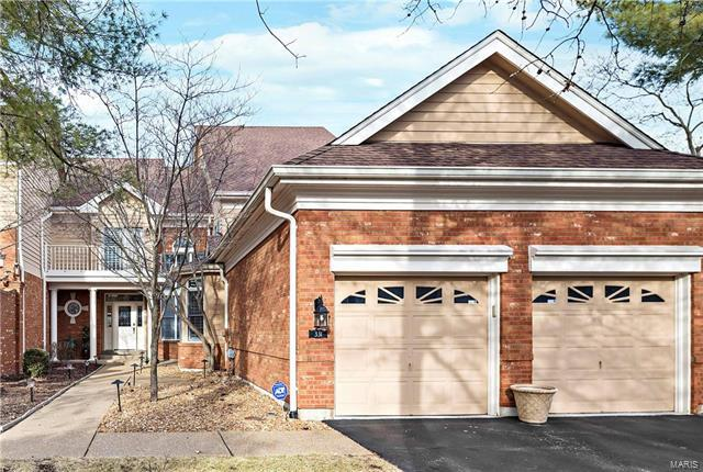 331 Carlyle Lake, Creve Coeur, MO 63141 (#18005888) :: Clarity Street Realty