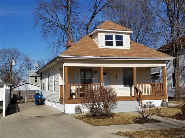 223 E Acton Avenue, Wood River, IL 62095 (#18006199) :: Sue Martin Team
