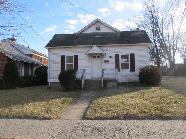 1033 College Avenue, Alton, IL 62002 (#18007333) :: Sue Martin Team