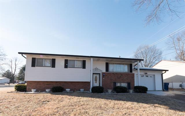 11902 Midvale Drive, Maryland Heights, MO 63043 (#18008981) :: Clarity Street Realty