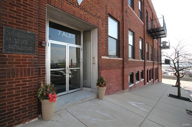 7 Alby Street #8, Alton, IL 62002 (#18009093) :: Sue Martin Team