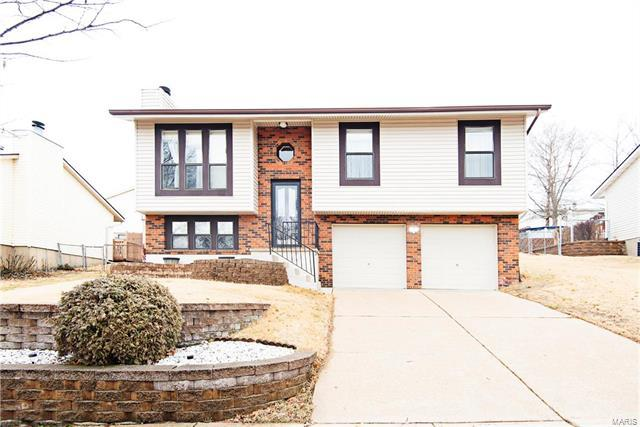 6045 La Chateau Court, St Louis, MO 63129 (#18011043) :: Clarity Street Realty