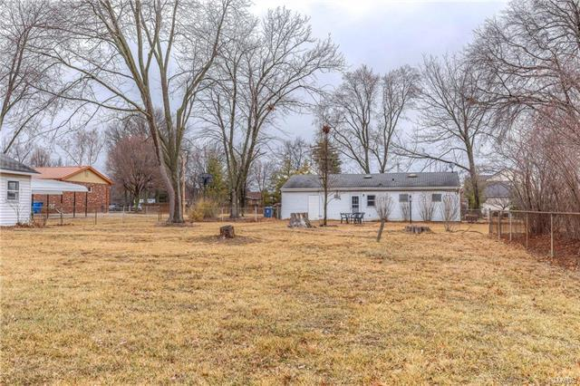 16144 Clayton Road, Ellisville, MO 63011 (#18011248) :: The Kathy Helbig Group
