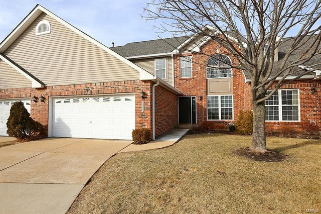 1263 Castle Gate Villas Drive, Olivette, MO 63132 (#18014211) :: The Duffy Team